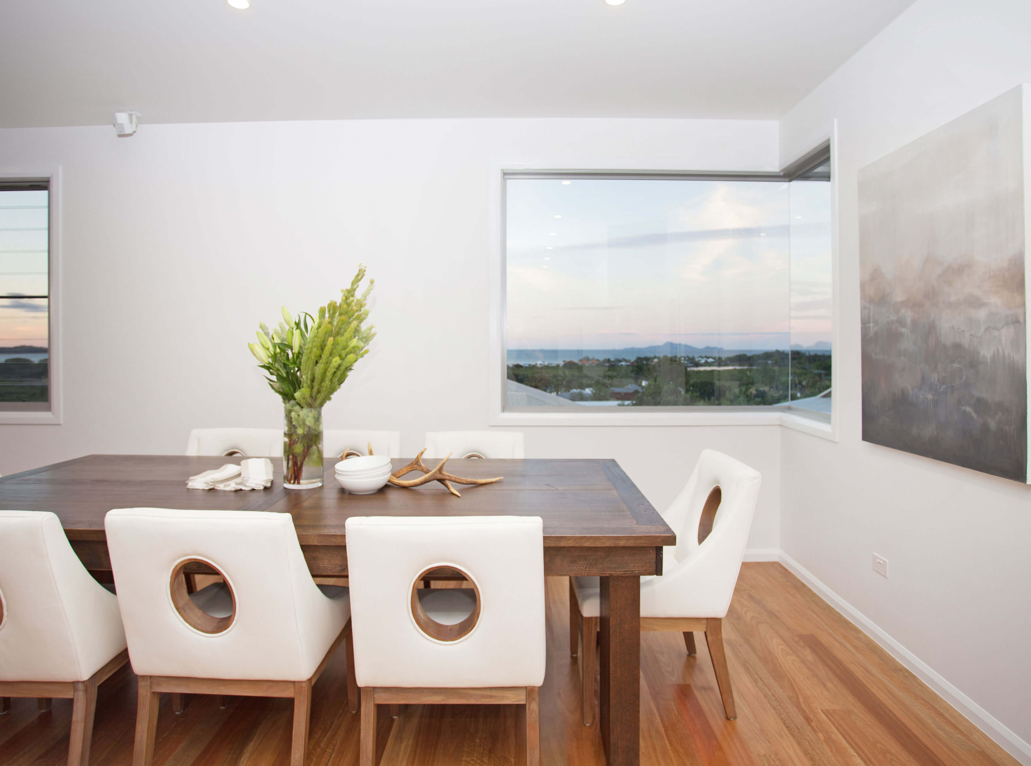 Coral Ridge, Dining Room with corner window