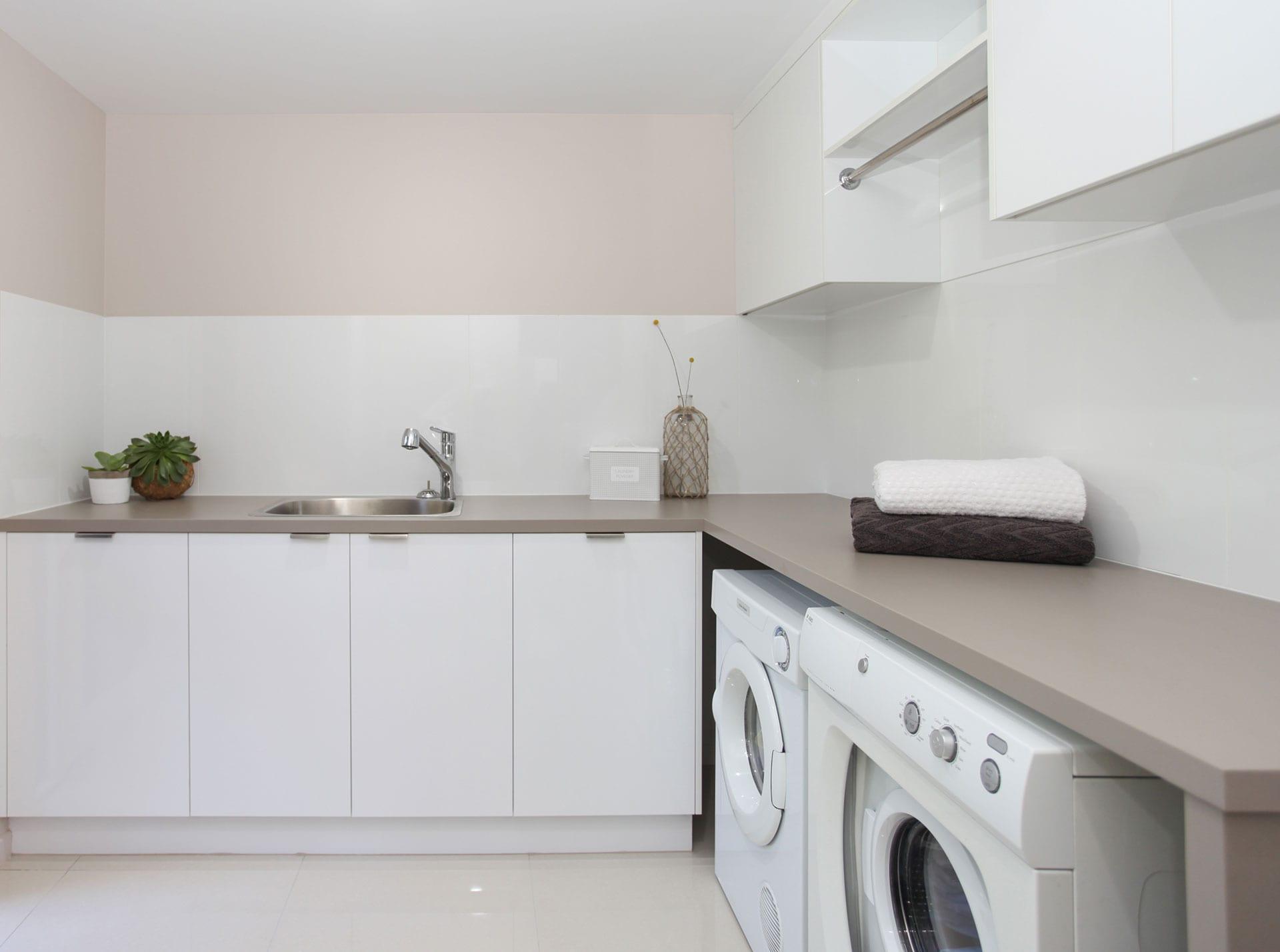 Roy Court, Laundry