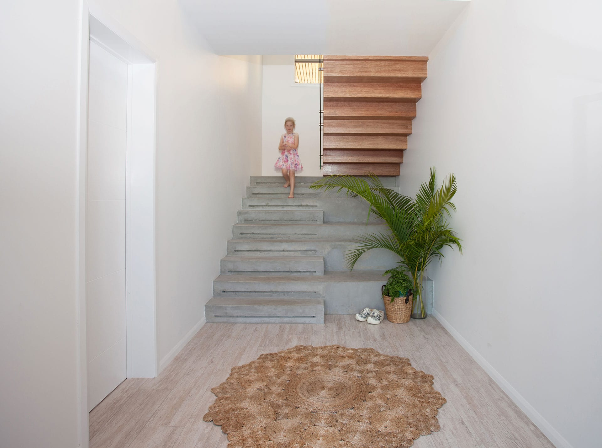 Coral Ridge, entry staircase