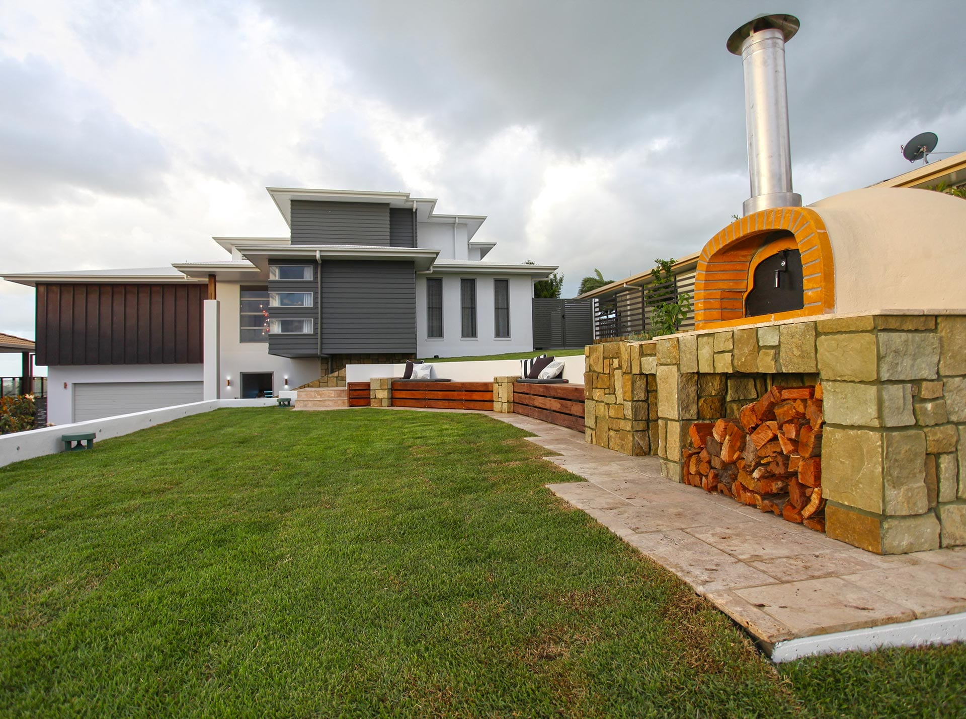 Coral Ridge Terrace with pizza oven