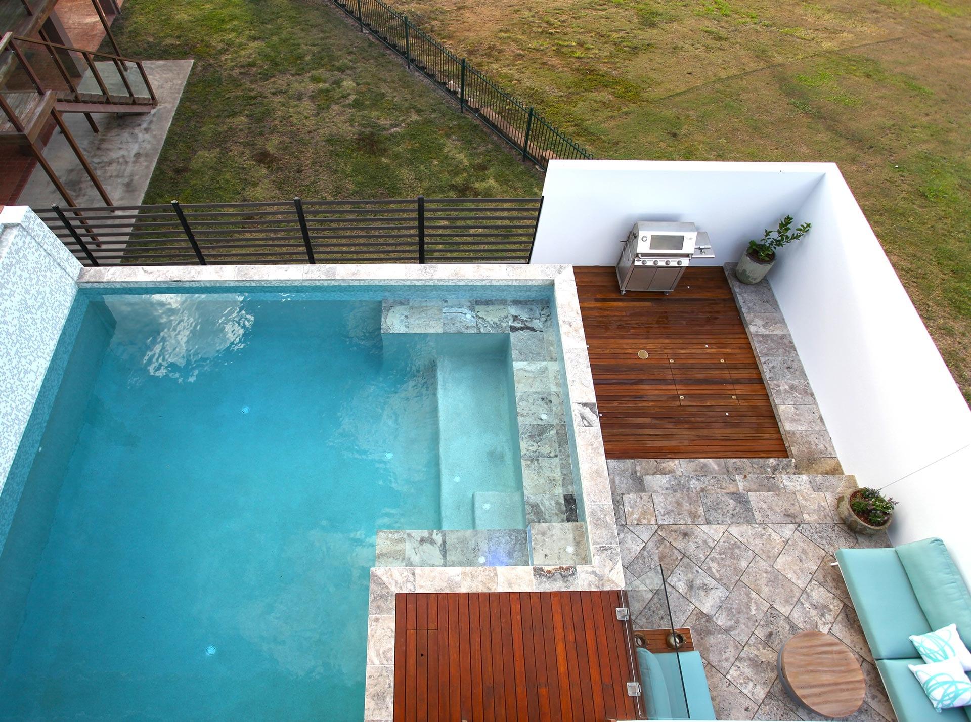 Coral Ridge, Pool